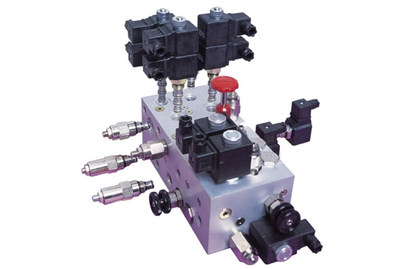 Composants hydrauliques assemblés